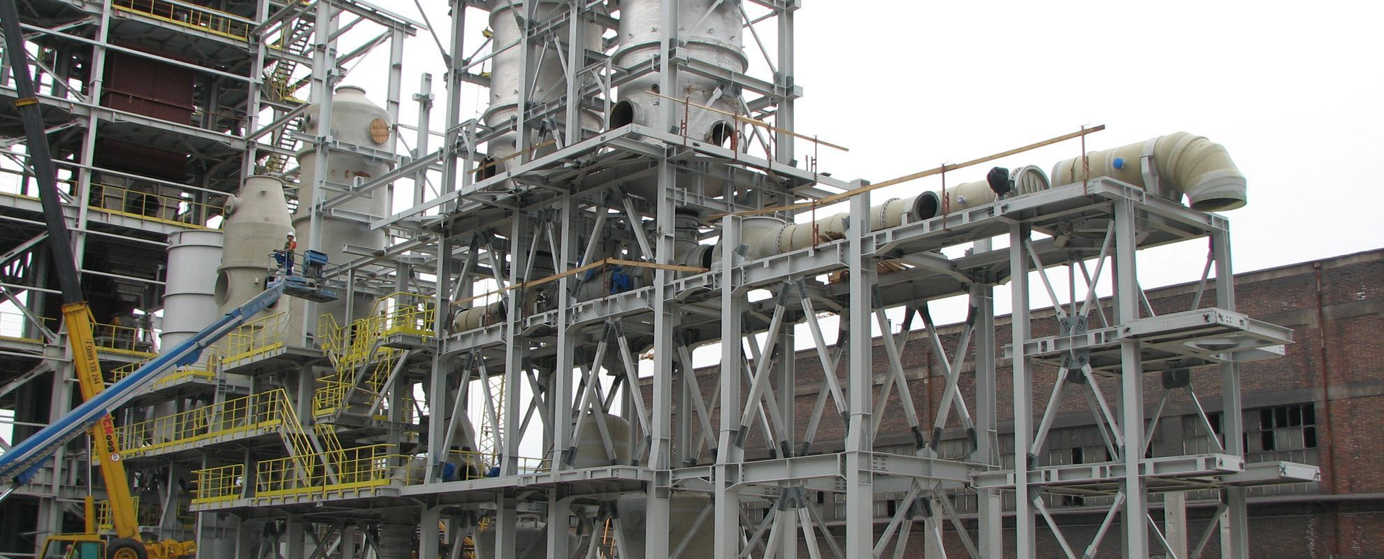 Production and assembly of steel structures for industry plants